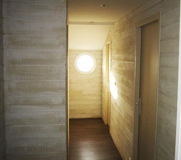 Escriva Peinture entreprise de peintre en bâtiment à Narbonne. Residential painting. Revêtements muraux en bois, parquet bois au sol. Chalet Gruissan